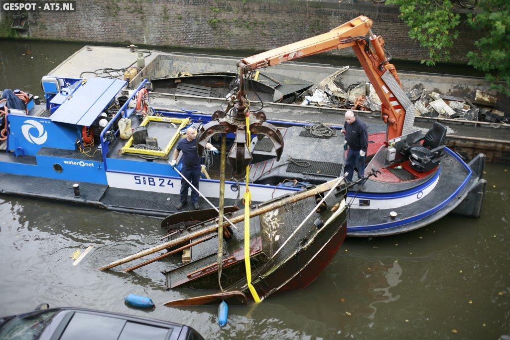 Gezonken boot gelicht waternet